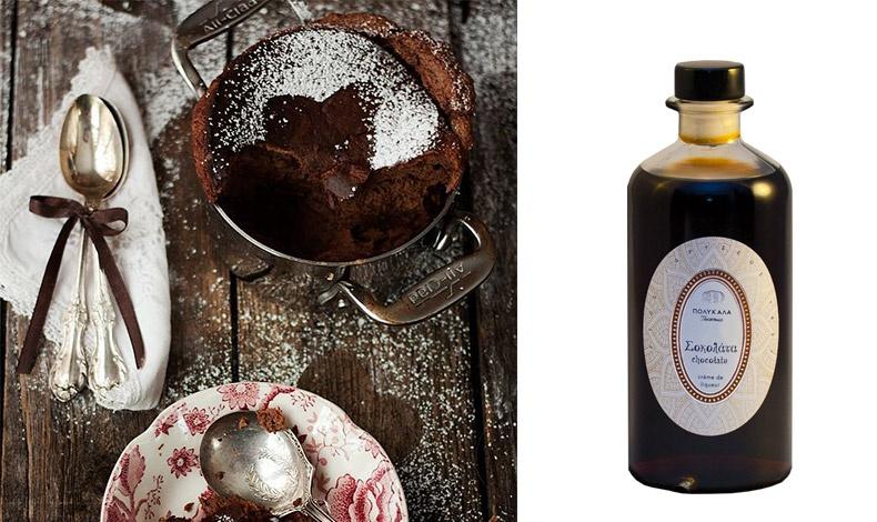 Το Λικέρ Σοκολάτα αναβιώνει μία παλιά συνταγή της υπεραιωνόβιας κεφαλονίτικης ποτοποιίας και μας προσκαλεί σε μία νέα γευστική περιπέτεια με μία «βουτιά» στη γλυκιά απόλαυση μοναδικών κόκκων κακάο.