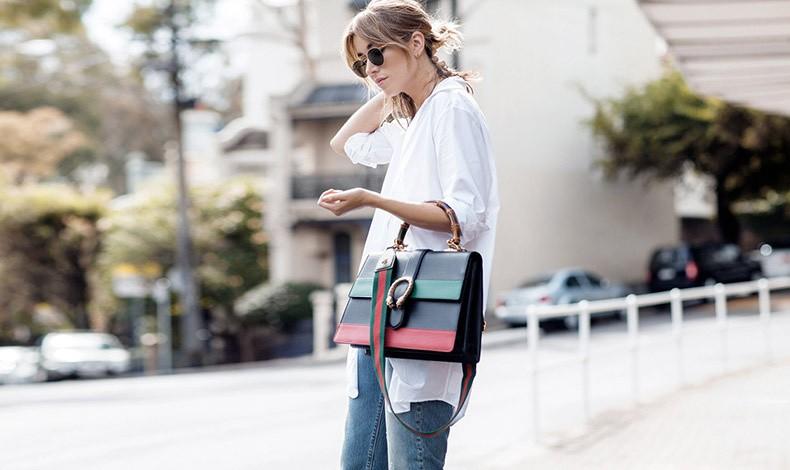 Όταν μία γυναίκα κρατά την τσάντα περασμένη στον αγκώνα, εστιάζει την προσοχή στο status της