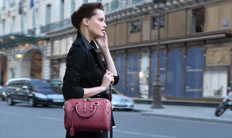 Κρατάτε την τσάντα σας κολλητά στο σώμα σας; Είστε άνθρωπος που αγαπά την τάξη και προστατεύει τα πράγματά του