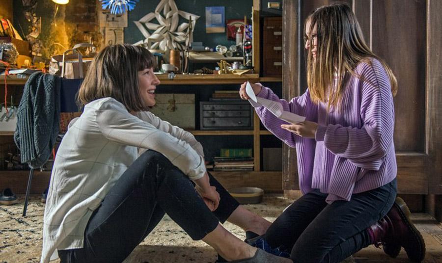 Η Bee η έφηβη κόρη λατρεύει την Bernadette και είναι η μόνη που ενώ η μαμά της κάνει κάτι ανεπίτρεπτο (εξαφανίζεται), την καταλαβαίνει. Κατανοεί, δηλαδή, την ανάγκη της να ξεφύγει