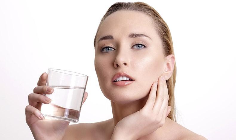 Αναζωογόνηση του δέρματος: «Υγρή» δίαιτα με νερό και χυμούς!
