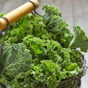 Ένα ποτήρι χυμού λάχανο kale καθημερινά λοιπόν, είναι απαραίτητο για την υγεία της επιδερμίδας και του οργανισμού μας