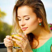 Δυναμίτης αντιοξειδωτικών στοιχείων, το πράσινο τσάι προφυλάσσει την υγεία και το δέρμα μας, μειώνοντας τις ρυτίδες και τα σημάδια γήρανσης