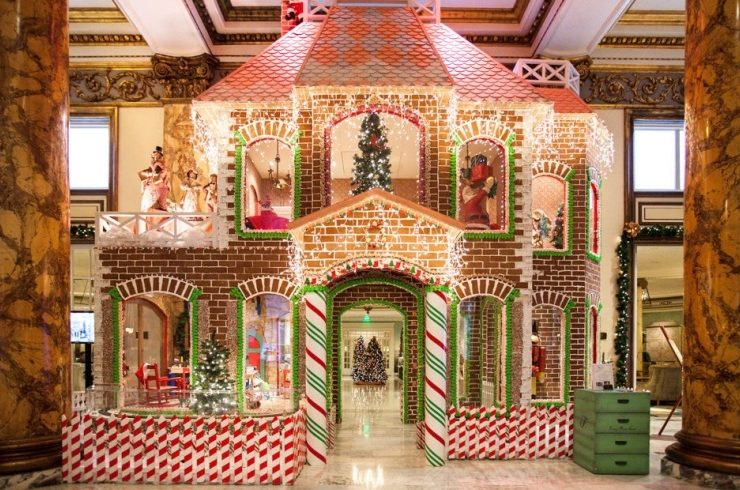 Ένα τεράστιο σπίτι από μπισκότο και ζάχαρη είναι το ντεκόρ του ξενοδοχείου The Fairmont, στο Σαν Φρανσίσκο