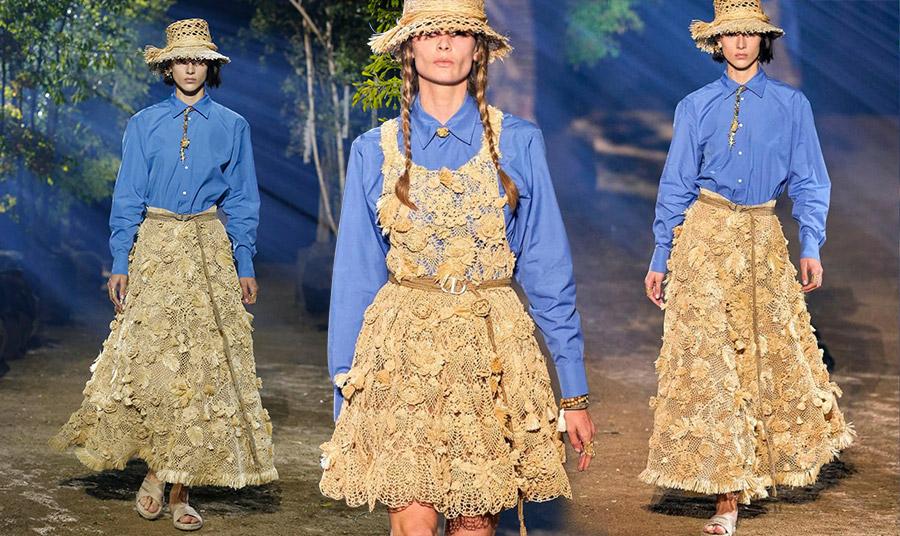 O Dior στην καλοκαιρινή συλλογή του περιέλαβε πολλά κομμάτια από ψάθα, σε ρούχα και αξεσουάρ
