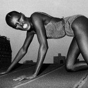 Η ανδρόγυνη εικόνα και η ιδιαίτερα ασυνήθιστη φυσιογνωμία της Γκρέις Τζόουνς έχει χαραχτεί στη μνήμη όλων, επιβάλλοντας αναθεώρηση στο τι σημαίνει ομορφιά