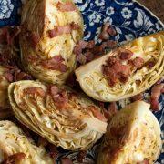 Ψητό λάχανο με τραγανό μπέικον