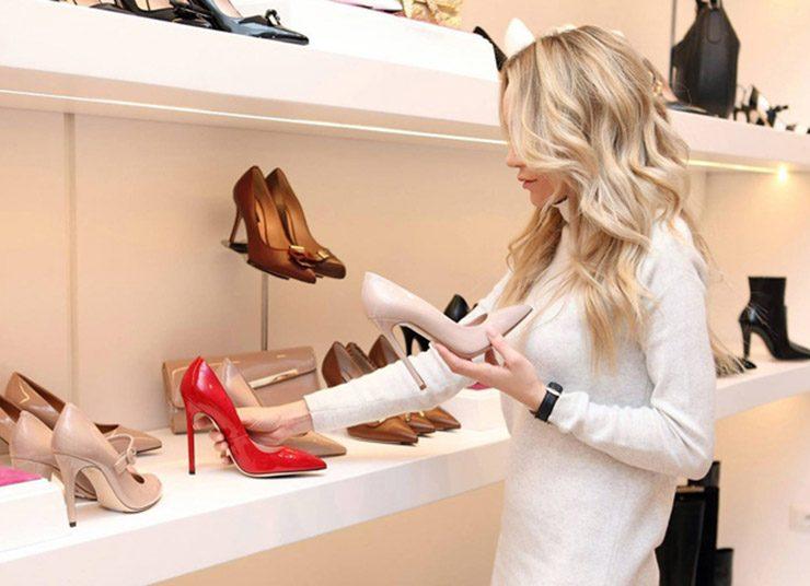 Μικροσκοπικές γυναίκες: Oι καλύτερες επιλογές σε παπούτσια