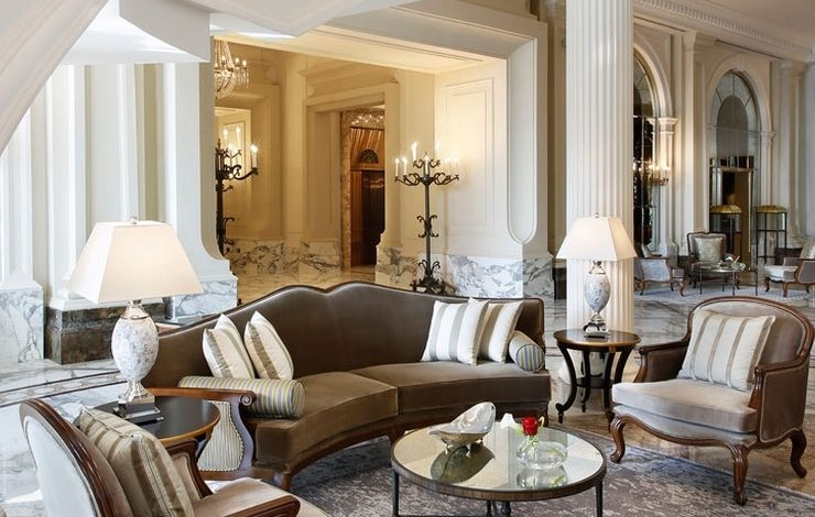 Οι εσωτερικοί χώροι διακρίνονται από το νεοκλασικό στιλ και την αρχιτεκτονική με χαρακτηριστικά του ύφους Beaux-Arts