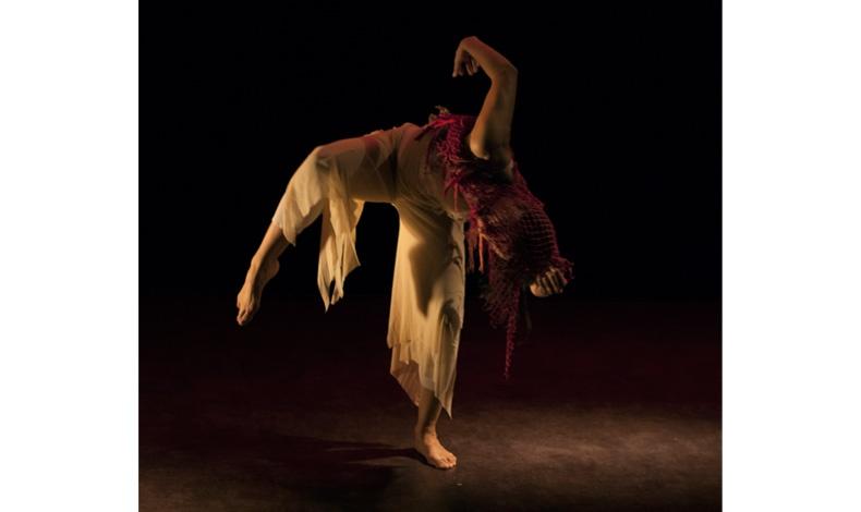 EREMUS, 2013, χορός Μαριάννα Τσαγκαράκη (Φωτογραφία: Γιάννης Κωσταβάρας)