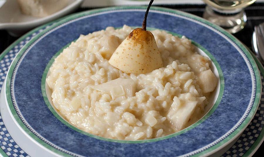 Ιταλικό ριζότο με αχλάδια και γκοργκοντζόλα και τσιπς αχλαδιού
