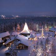 Το απόλυτα χιονισμένο τοπίο του Αρκτικού κύκλου και το ημίφως του χειμωνιάτικου… μεσημεριού!