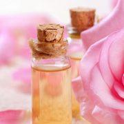 Ροδέλαιο: Πολύτιμο για την ομορφιά μας!