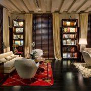 Η βιβλιοθήκη με βερβέρικα χαλιά από τις αρχές του 20ου αιώνα, Murano και στιλ από τη δεκαετία του ΄40?