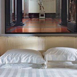 Μία ποιητική πινελιά δεν λείπει από τα δωμάτια, που είναι όλα αληθινά τεράστια