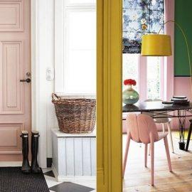 Μία ροζ πόρτα σε ένα κατάλευκο περιβάλλον για εκλεπτυσμένο στιλ // Ποιος είπε ότι το ροζ δεν μπορεί να είναι pop; Δυνατοί τόνοι του πράσινου και του κίτρινου εντυπωσιάζουν στον χώρο