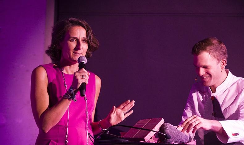 Η Global Strategic Marketing & Communication Lead της KitKat, Florence Audoyer, η οποία παρουσίασε μαζί με τον star patissier Martin Diez τη νέα KitKat Ruby