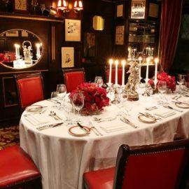 Η βρετανική ατμόσφαιρα και η λονδρέζικη αριστοκρατικότητα είναι διάχυτη στην ατμόσφαιρα του εστιατορίου Rules