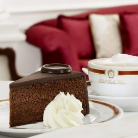 Sacher Torte: Βιεννέζικη σοκολατένια αμαρτία!