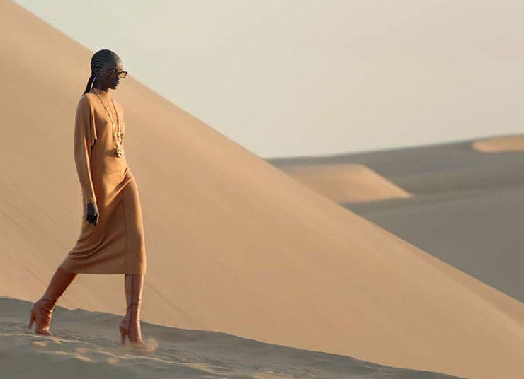 Saint Laurent: Η νέα συλλογή για το καλοκαίρι κάνει ντεμπούτο… στην έρημο