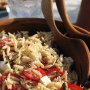 Ελληνική σαλάτα με κριθαράκι
