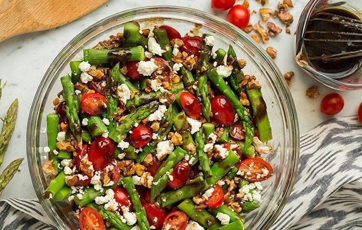 Σαλάτα με σπαράγγια, ντοματίνια και φέτα