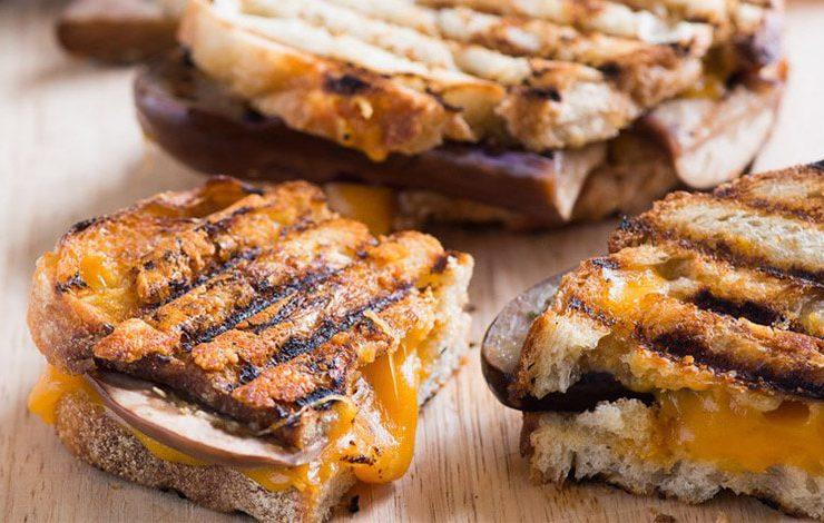 Σάντουιτς με μελιτζάνες και τυρί