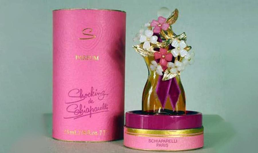 Το άρωμά της, με το όνομα «Shocking!», λανσαρίστηκε το 1937 και πήρε το όνομά του από το ζωηρό φούξια που ονομάστηκε Shocking Pink