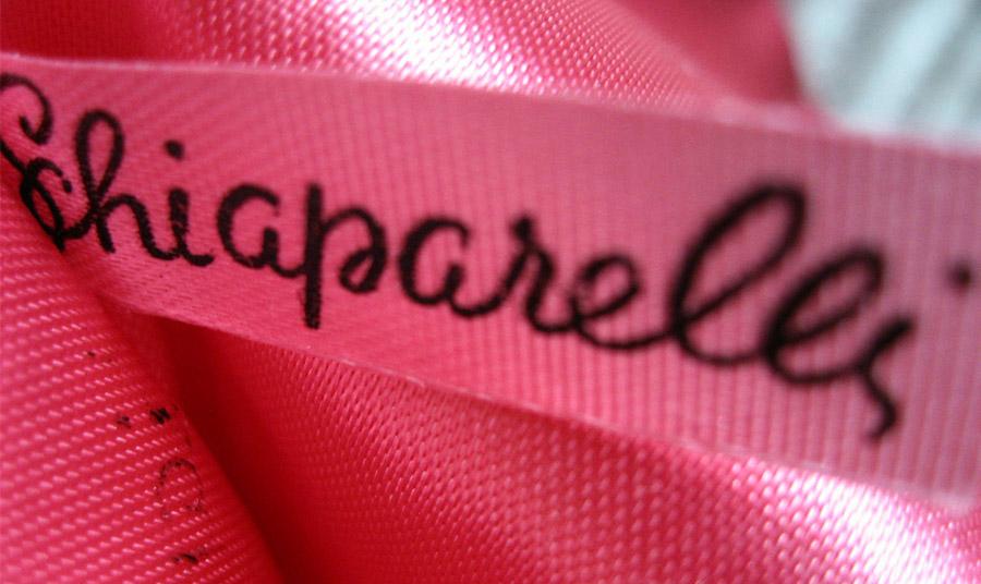 Το ζωηρό φούξια που ονομάστηκε Shocking Pink έγινε η υπογραφή της Σκιαπαρέλι