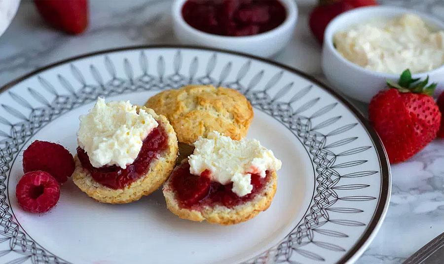 Αυθεντική συνταγή για scones και clotted cream από το Downton Abbey