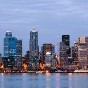 Το Σιάτλ, η πόλη της μακρινής, βορειοδυτικής ακτής των ΗΠΑ στον Ειρηνικό ωκεανό έχει ισχυρή οικονομία, εντυπωσιακή αύρα, υπέροχα πάρκα και αστική ενέργεια που συναρπάζει!