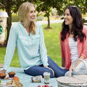 Μία βόλτα σε ένα από τα καταπράσινα και τεράστια πάρκα του Σιάτλ, παρέα με τι άλλο(;) την αγαπημένη γεύση καφέ Starbucks