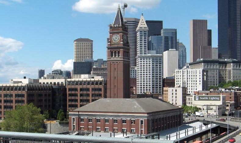 Ένα από τα κεντρικά σημεία της πόλης, King's Street Station, όπου διαδραματίστηκαν σκηνές στην ταινία Battle in Seattle του 1999