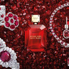 Τα ρουμπίνια προκαλούν έντονα ερωτικά αισθήματα και φέρνουν παθιασμένες ερωτικές περιπέτειες σε όποια τα φορά! Βραχιόλι, Harry Winston // Συλλεκτικό δαχτυλίδι σαν λουλούδι από μπριγιάν και ρουμπίνια // Μπρασελέ, Cartier // Το νέο άρωμα Sexy Ruby έχει πηγή έμπνευσης τα πολύτιμα ρουμπίνια! // Περιδέραιο, Bulgari // Κρεμαστά σκουλαρίκια, Harry Winston