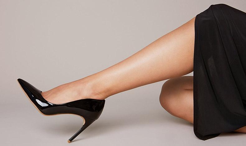 Με μερικά ωραία κουμπιά και πολύ λίγο κόπο μπορείτε να μεταμορφώσετε τα κλασικά σας παπούτσια