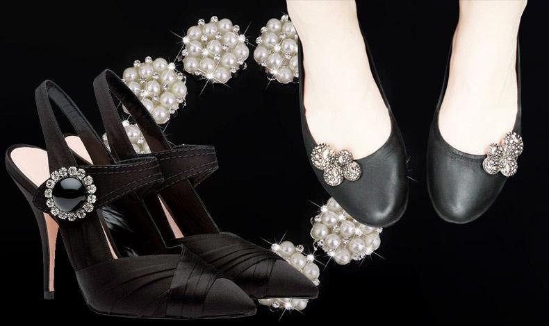 Διαλέξτε κάποια εντυπωσιακά κουμπιά με στρας ή πέρλες και στολίστε τα παπούτσια σας