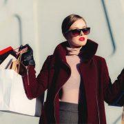 Πώς να ψωνίσετε στις εκπτώσεις σαν ειδικός της μόδας!