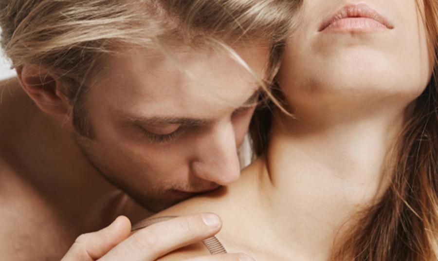 Το φιλί στον ώμο