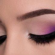 Σκιά ματιών στο χρώμα της λεβάντας: Η νέα λατρεία των διασήμων!