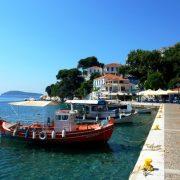 Το γραφικό Παλιό Λιμάνι της Σκιάθου σας περιμένει
