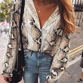 Φορέστε ένα snake print πουκάμισο με λευκά ρούχα, με το τζιν σας για πιο ροκ στιλ ή με μία κομψή κρεμ μακριά φούστα για εντυπωσιακή εμφάνιση
