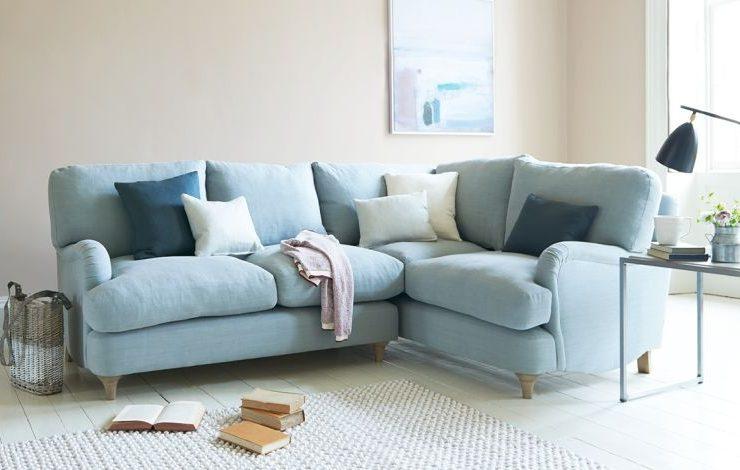 Οι γωνιακοί καναπέδες έχουν γίνει μόδα και όχι τυχαία! Ταιριάζουν σε διαφορετικά στιλ, χώρους και φιλοξενούν περισσότερα άτομα