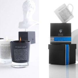 Κεριά σε κομψά γυάλινα βάζα με τα λεπτεπίλεπτα αρώματά τους, μας μεταφέρουν στην καθημερινότητά μας την έννοια της αρμονίας, της έκστασης ή της ουτοπίας // Κούπες, πιάτα και άλλα αντικείμενα για το τραπέζι μας