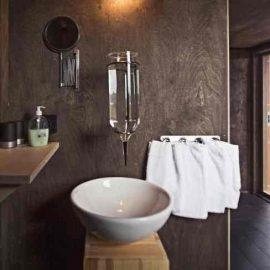 Χαρακτηριστικό μπάνιο των σπιτιών του Treehotel