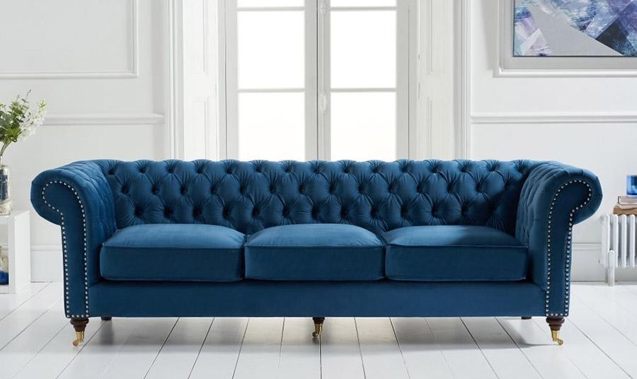 Μπορεί να χρησιμοποιηθεί σε ολόκληρο καναπέ ή σε μικρότερα έπιπλα, όπως το ψηλό τραπεζάκι από μαύρο βελούδο (δύσκολο στη χρήση), αλλά και μικρότερα στοιχεία