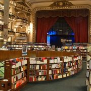 Εδώ πωλούνται πάνω από 700.000 βιβλία τον χρόνο και το επισκέπτονται περισσότεροι από ένα εκατομμύριο άνθρωποι