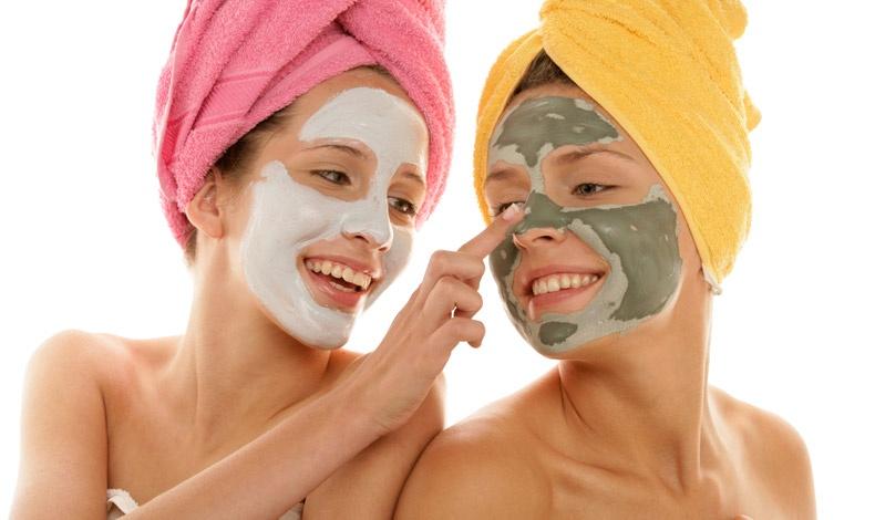 Οι μάσκες κάνουν το θαύμα τους! Δείτε δύο σούπερ ιδέες για τέλεια επιδερμίδα.