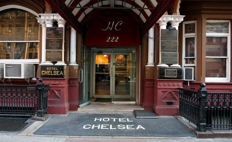 Στο γοητευτικό ξενοδοχείο Chelsea στη Νέα Υόρκη έγραψαν ο Ζαν Πολ Σαρτρ και η Σιμόν ντε Μποβουάρ, ο Τσαρλς Μπουκόφσκι, ο Μαρκ Τουαίην, ο Τζακ Κέρουακ και ο Άρθουρ Κλαρκ