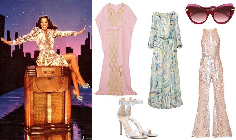 """Η Ντόνα Σάμερ μας δείχνει και πώς να φορέσουμε τα πιο """"καυτά"""" και τολμηρά ρούχα! // Μακρύ ροζ καφτάνι με χρυσαφιές λαμπερές λεπτομέρειες, Oscar de la Renta // Μακρύ φόρεμα με ψυχεδελικά σχέδια, Emilio Pucci // Εντυπωσιακά γυαλιά, Pomellato // Φόρμα με παγέτες, Zuhair Murad // Πέδιλα με στρας, Gianvitto Rossi"""