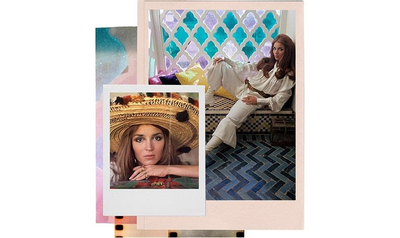 Η Ταλίθα Γκέτι στο σπίτι της στο Μαρακές φωτογραφίζεται για τη Vogue το 1970 (Patrick Lichfield/Condé Nast via Getty Images)